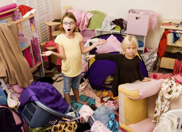 Дети наводят порядок дома